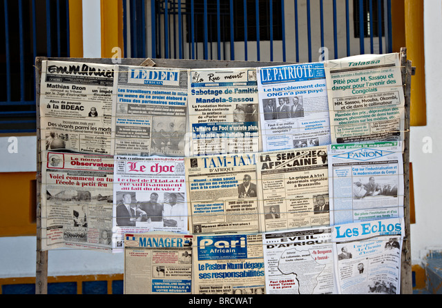 Newspaper Stand, Rond Point de la Poste, Brazzaville, Republic of Congo, Africa - Stock-Bilder