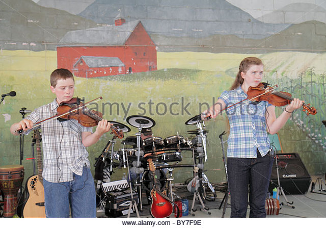Pennsylvania Kutztown Kutztown Folk Festival Pennsylvania Dutch folklife music musician entertainment stage perform - Stock Image
