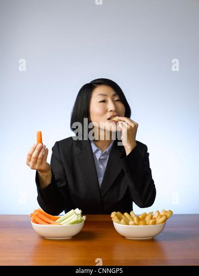 Businesswoman deciding what to eat - Stock-Bilder