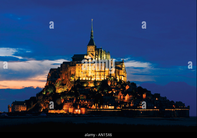 Le Mont St. Michel by night, Mont St. Michel, Normandie, France - Stock Image