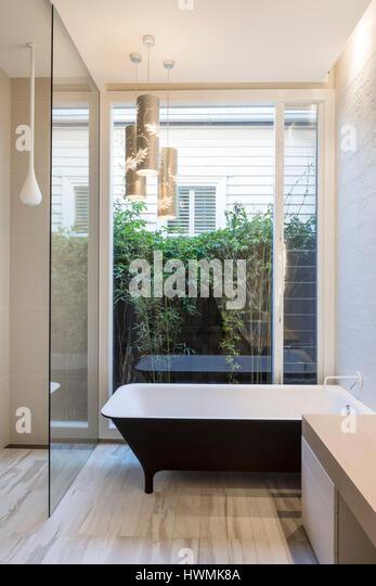 Main bathroom with mixed lighting. Hawthorne House, Melbourne, Australia. Architect: Annie Lai Architects, 2013. - Stock-Bilder