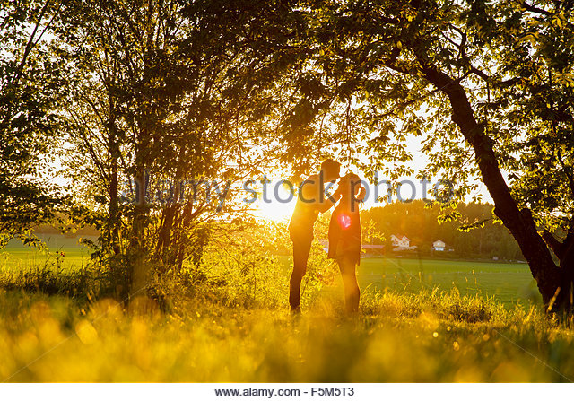 Sweden, Sodermanland, Jarna, Young couple at sunset - Stock Image