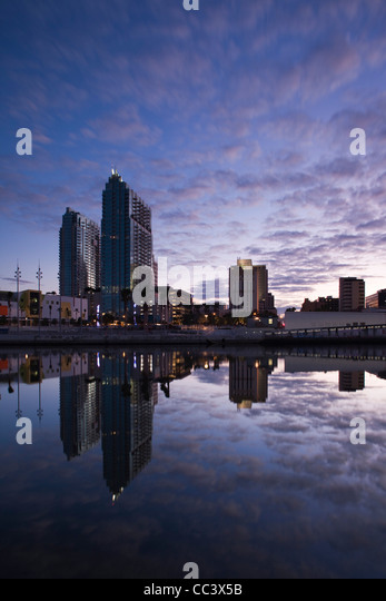 USA, Florida, Tampa, Tampa Museum of Art and high rise buildings, dawn - Stock-Bilder