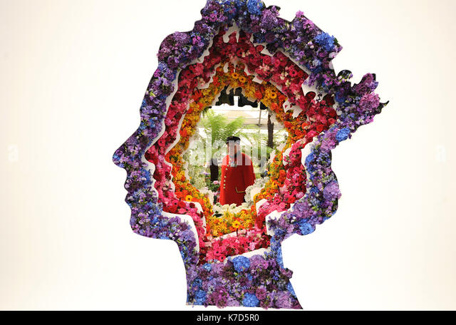Photo Must Be Credited ©Alpha Press 079965 23/05/2016 A spectacular floral portrait of Queen Elizabeth II celebrating - Stock Image