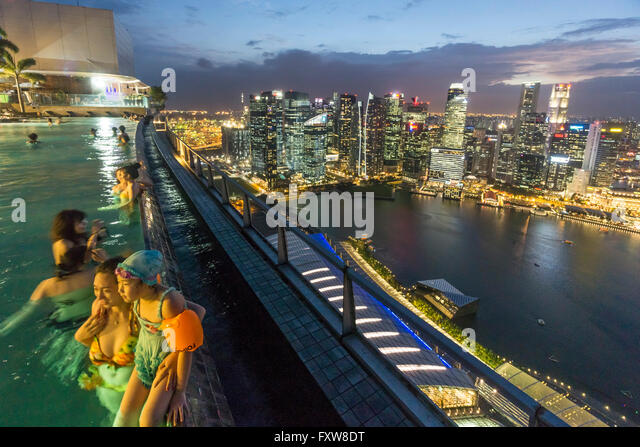 Marina Bay Sands , Infinity pool, Roof Terasse, Skyline,  Marina Bay, Singapore, Singapur, Southest Asia travelstock44 - Stock Image