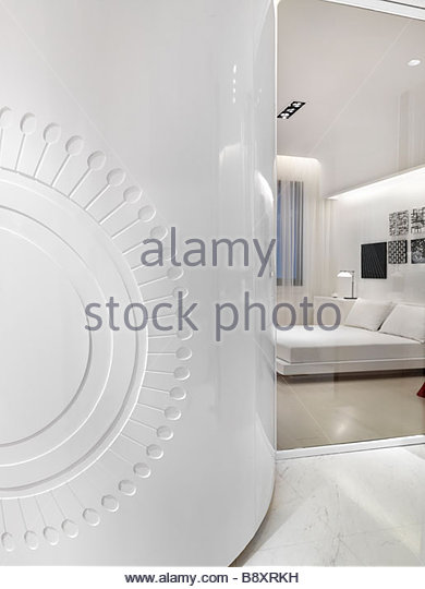 White modern curved wall - Stock Image