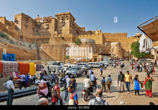 city wall of Jaisalmer, streetlife in front, Rajasthan, India - Stock-Bilder
