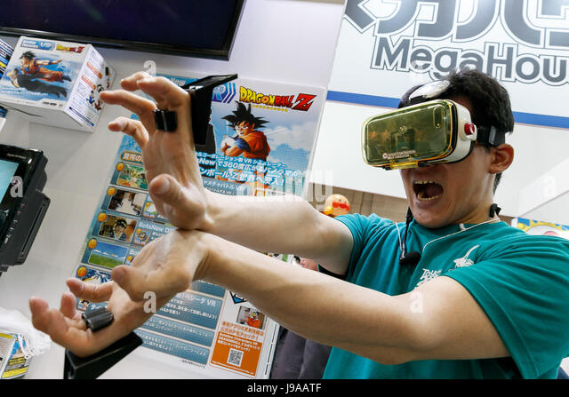 Tokyo, Japan. 1st June, 2017. An exhibitor plays Dragon Ball Z with a Mega House's VR (virtual reality) simulator - Stock-Bilder