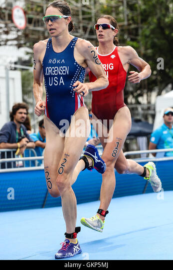 Rio de Janeiro, Brazil. 20th Aug, 2016. OLYMPICS 2016 TRIATHLON - Gwen Jorgensen (USA) and Nicole Spirig (SUI) in - Stock-Bilder