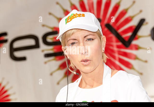 Heather Mills McCartney giving a vegan cooking demonstration in Brighton town centre - Stock Image