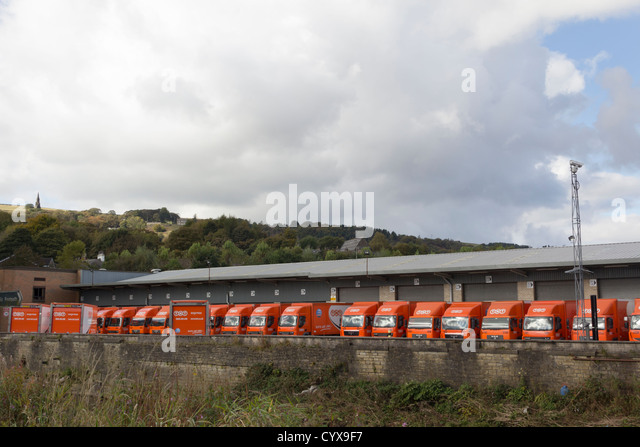 TNT HGV lorries at the loading bays of TNT's courier parcel distribution hub terminal at Ramsbottom in Lancashire - Stock Image
