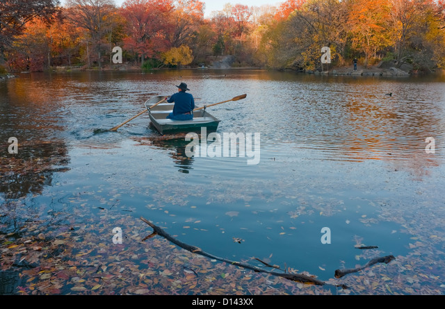New York, NY - 19 November 2010 Man rowing a boat in the lake in Central Park - Stock Image