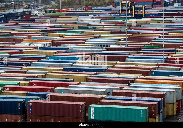 Large number of containers in Forth Port Grangemouth - Stock Image