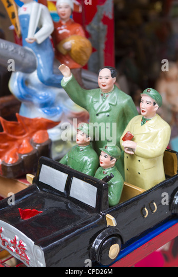 Vintage Chinese Communist propaganda figurines for sale in Hollywood Road, Hong Kong, China, Asia - Stock Image