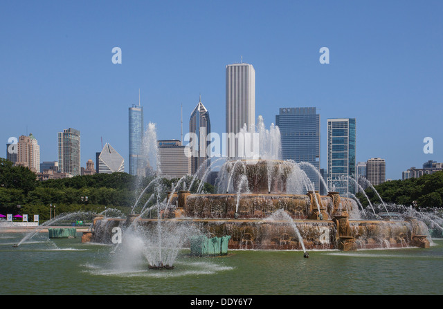 Famous Buckingham fountain in Grant Park, Chicago, USA - Stock Image