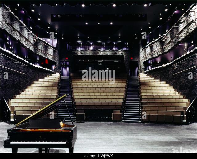Interior of theatre seen from the stage. Walker Art Center, Minneapolis, United States. Architect: Herzog + de Meuron, - Stock-Bilder