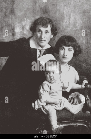 Marc Chagall with his first wife Bella and Daughter Ida. Artist: Anonymous - Stock Image