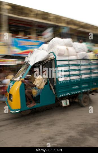 Passing truck on a Pondicherry street in India. - Stock-Bilder