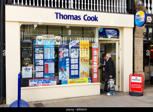 Thomas Cook high street travel agency in Chester town centre, Cheshire, England, UK - Stock-Bilder