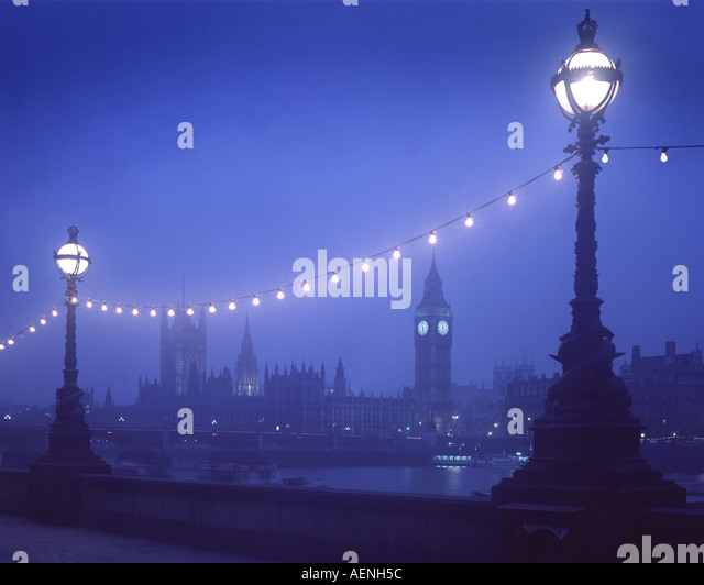 GB - LONDON: Westminster seen from South Bank by night - Stock-Bilder