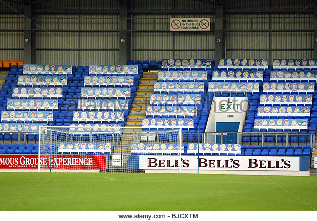 26/08/03 BELL'S CUP QUARTER FINAL ST JOHNSTONE v BRECHIN CITY Cardboard city... St Johnstone have decided to - Stock Image