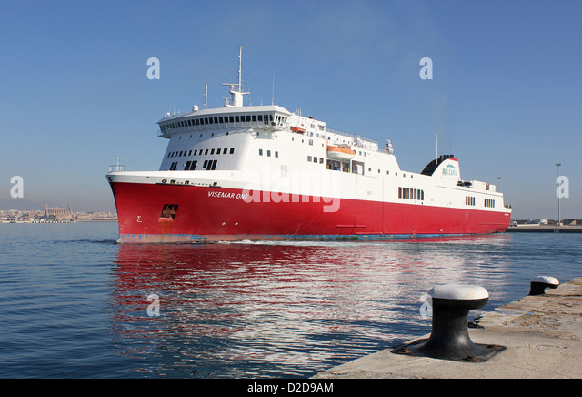 """Balearia Roll on Roll off (Ro-Ro) cargo ferry """"VISEMAR ONE"""" – daily midday departure for Barcelona - Port of Palma - Stock Image"""