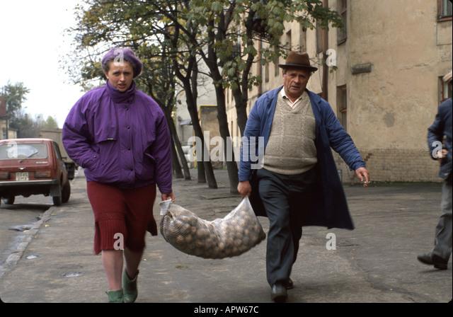 Ukraine Eastern Europe Kiev residents sack potatoes - Stock Image
