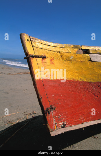 Honduras Central American vertical bow of Garifuna fishing boat wood red and yellow - Stock Image