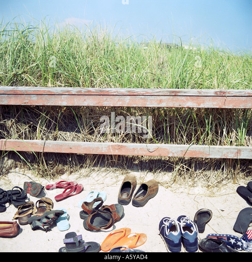 Shoes in the dunes on the beach Typical for the New York Hamptoms peopel remove their shoes before steeping onto - Stock-Bilder