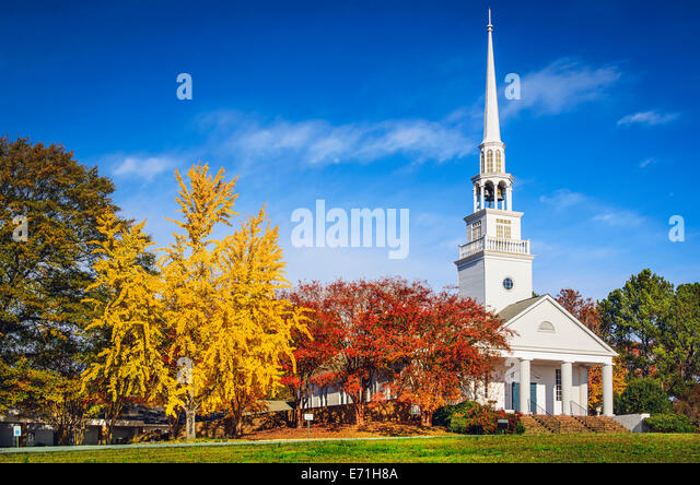 Traditional southern church in the autumn season. - Stock-Bilder