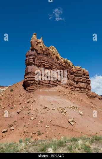 Scenic Hwy 84 The Turquoise trail red sandstone buttes New Mexico - Stock Image