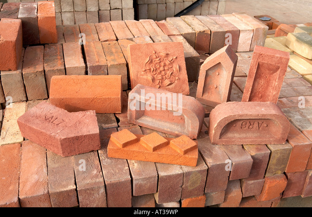 Handmade House Bricks Types Bull nose Dog leg Squint Plinth Stretcher Facing Decorative Common - Stock Image
