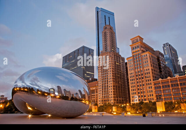 The Cloud (by Anish Kapoor), aka The Bean, Millennium Park, Chicago, Illinois USA - Stock Image