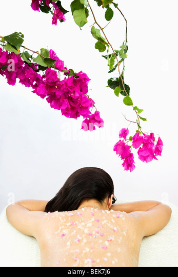 Woman receiving an organic scrub treatment - Stock-Bilder