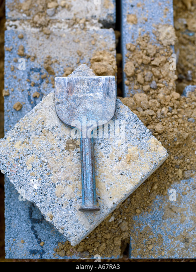 cold chisel & building block - Stock-Bilder