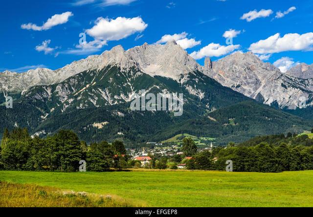 Austria. Berchtesgaden Alps range scenery with Saalfelden am Steinernen Meer small city, mountaineering attraction - Stock Image