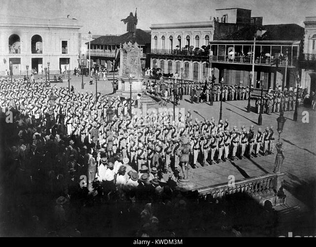 Spanish troops leaving Mayagues, to engage the American forces at Hormiguero, Puerto Rico. August 10, 1898. They - Stock Image