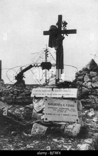 The grave of an Italian Red Cross volunteer nurse, c1918. - Stock Image