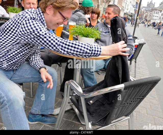 Den Bosch ( 's Hertogenbosch) Netherlands. People at café tables outside - Stock-Bilder