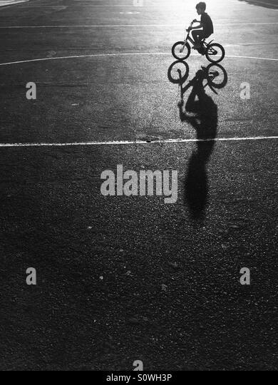 Toddler riding bicycle - Stock Image