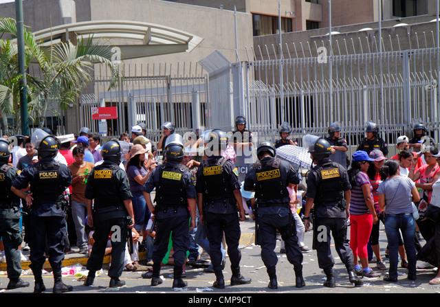 Peru Lima San Isidro Avenida Canaval y Moreyra street scene protest demonstration Petroperu Petróleos del Perú - Stock Image