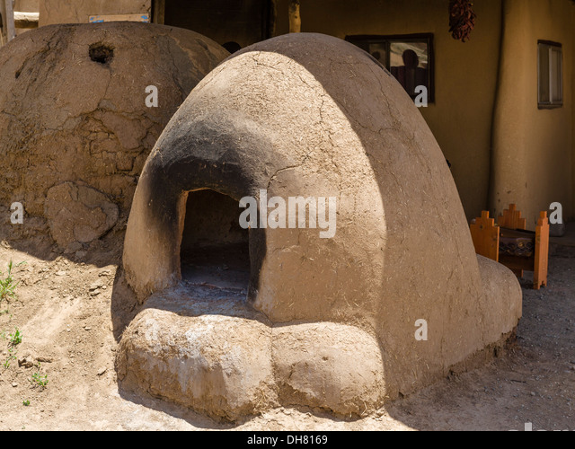 Clay oven in historic Taos Pueblo, Taos, New Mexico, USA - Stock Image