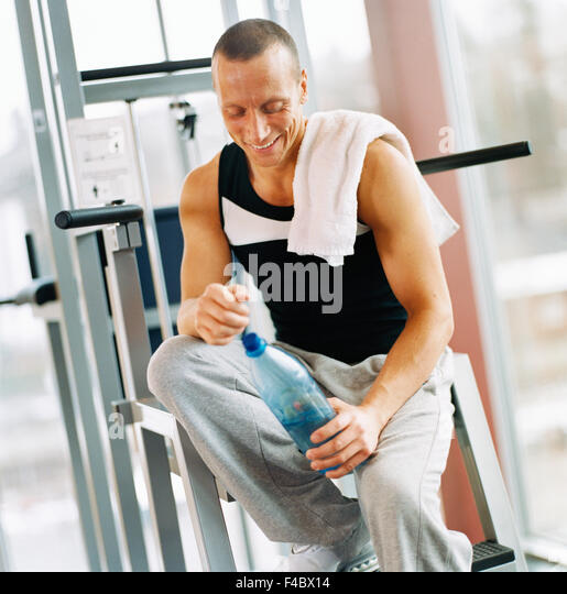 30-34 years 45-49 years activity adults only athlete bodybuilding bottle bottle of water color image exercising - Stock Image