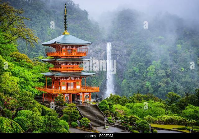 nachi-japan-at-nachi-taisha-shrine-pagod