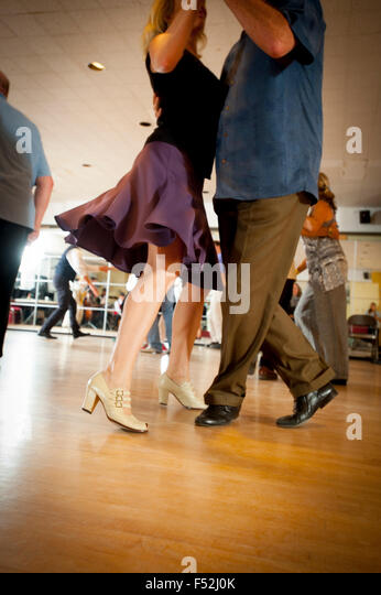 older-couples-ballroom-dancing-doing-the