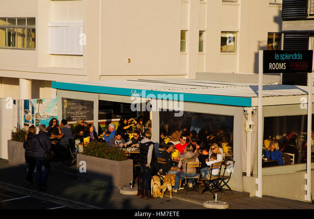 People enjoying the late afternoon at a restaurant, Sea Point, Cape Town, South Africa - Stock Image
