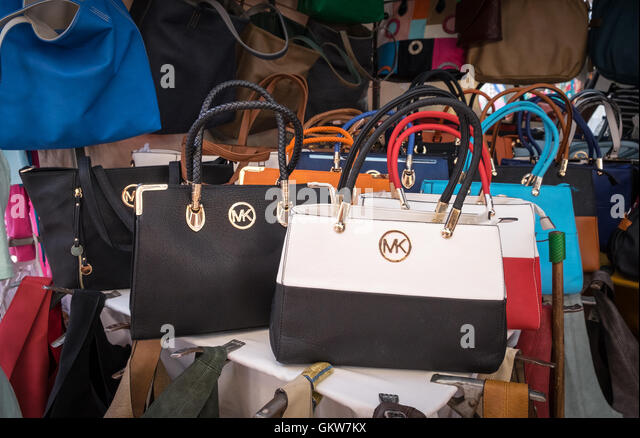 This is where you can buy Fake Michael Kors Bags in India and walk like a Fashioniasta! 2