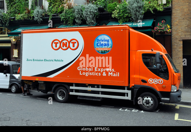 TNT zero emission electric parcel delivery vehicle - Stock Image