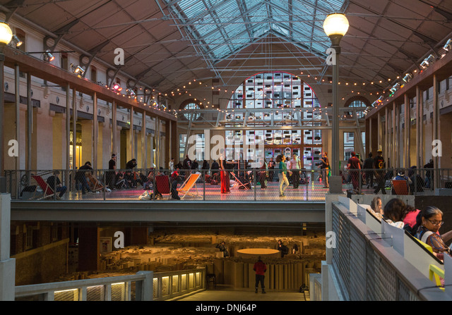 THE CENTQUATRE (104), CULTURAL AND ARTISTIC CENTER OF THE CITY OF PARIS SET UP IN THE OLD BUILDING OF THE MUNICIPAL - Stock-Bilder
