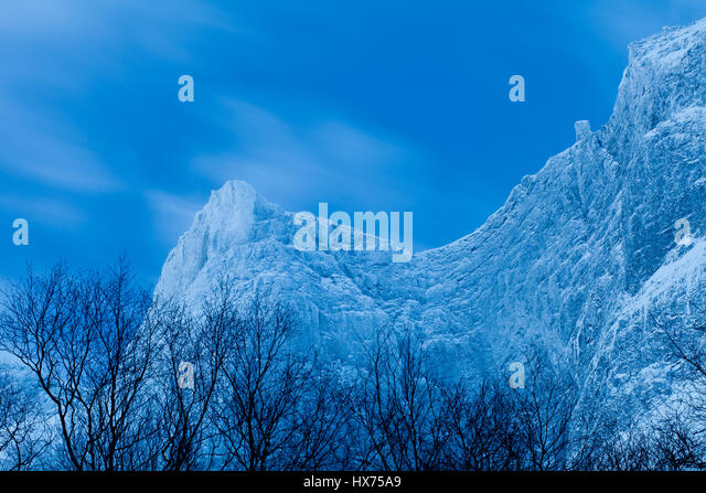 Winter landscape at the blue hour in the Romsdalen Valley, Møre og Romsdal, Norway. - Stock-Bilder